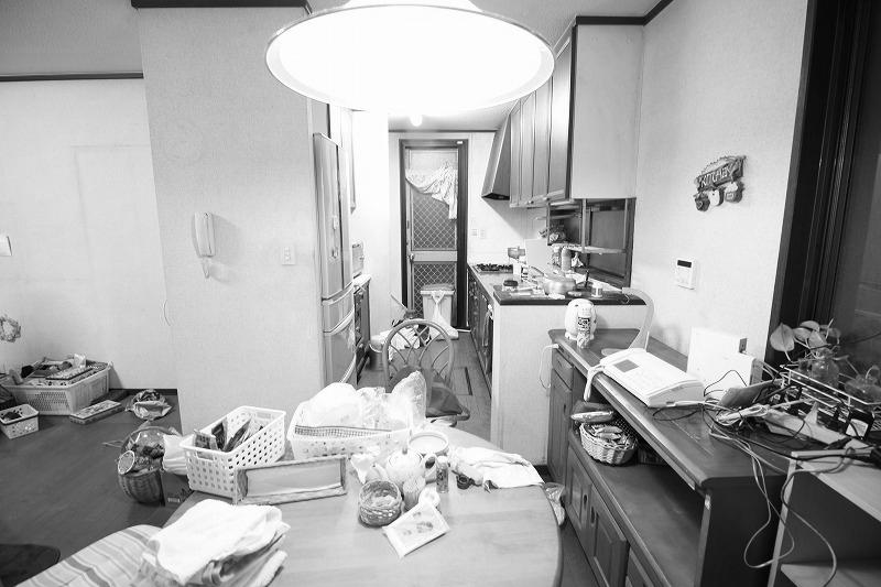 家事動線も考えられた開放的なキッチン(before)
