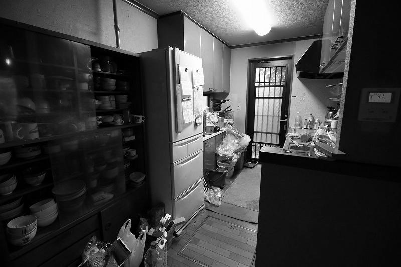 清潔感あふれる明るいキッチンに(before)