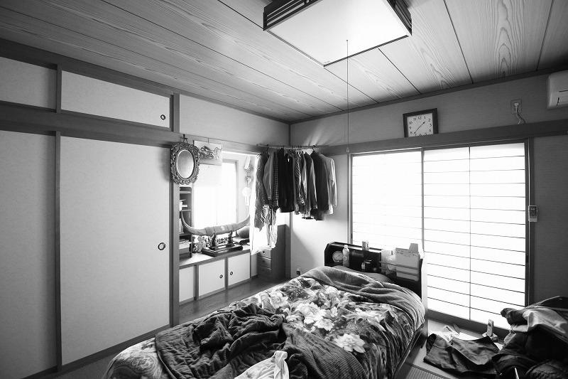 お父様の寝室はベッドの生活がしやすいフローリングへ(before)
