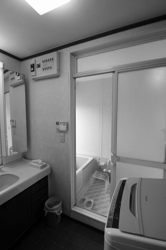 スペースを広げ、使い勝手の良い洗面所へ(before)