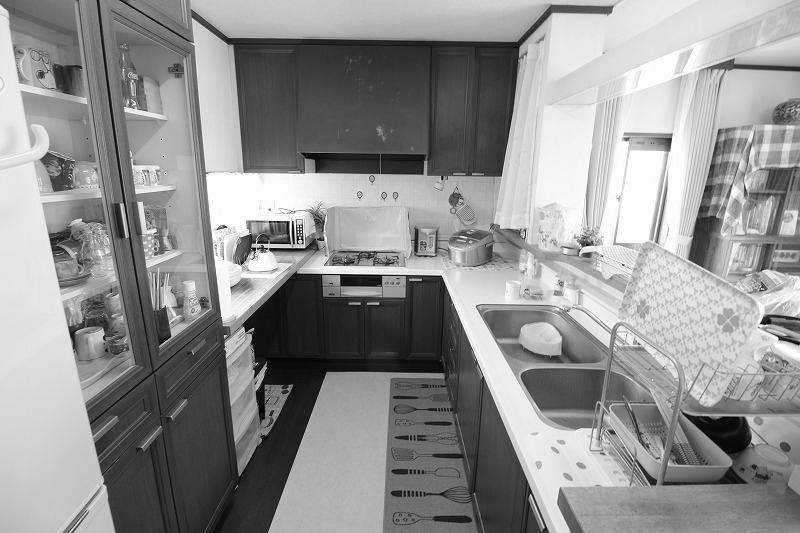 I型キッチンで家事効率をアップ!お手入れもラクに(before)