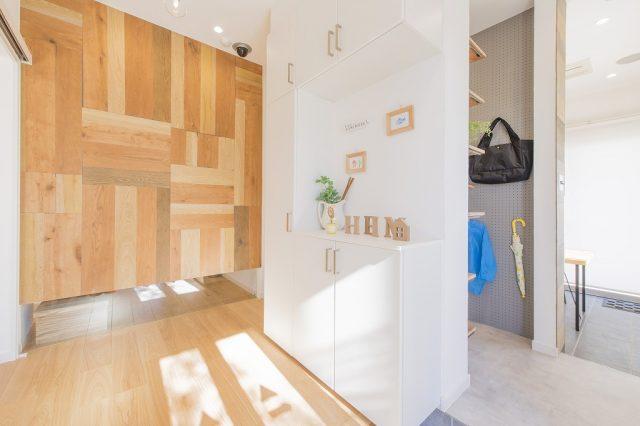 藤岡展示場モデルハウス(グランツーユーJX)玄関